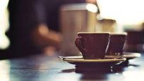 Café suspendu : la double dose solidaire