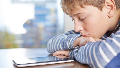 Écrans : mon enfant est-il « accro » ?