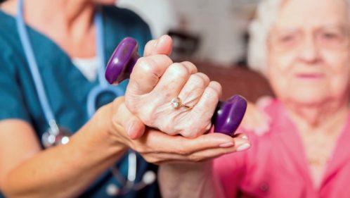 Maisons de retraite : mieux vivre avec moins de médicaments