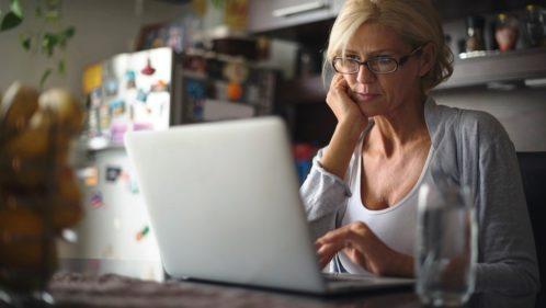 Illectronisme : comment réduire la fracture numérique ?