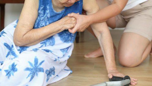 Seniors : que faire face au risque de chute ?