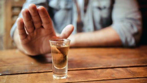 Addiction à l'alcool : comment Marc et Philippe ont réussi à en sortir