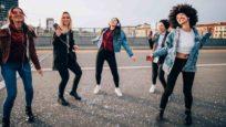 Chez les jeunes, toujours plus de musique, partout et plus fort
