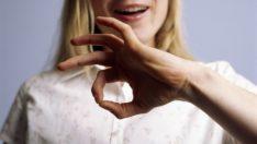 Covid-19 : la langue des signes s'impose à la télévision