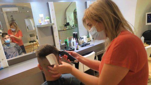 port du masque dans un salon de coiffure